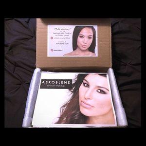 AEROBLEND Makeup - FOUNDATION MAKEUP AEROBLEND AIRBRUSH KIT NWT